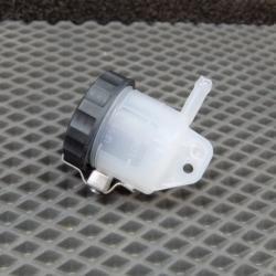 Бачок для тормозной жидкости передний